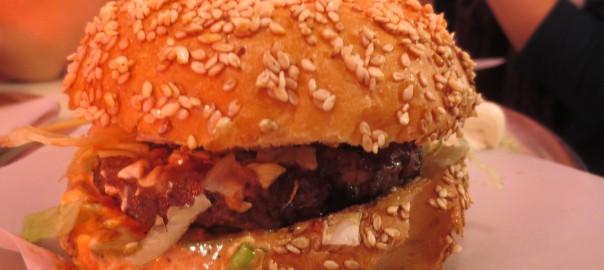 Das Brötchen des Hamburgers macht Appetit